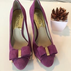 Michael Kors Fuchsia suede bow pumps!